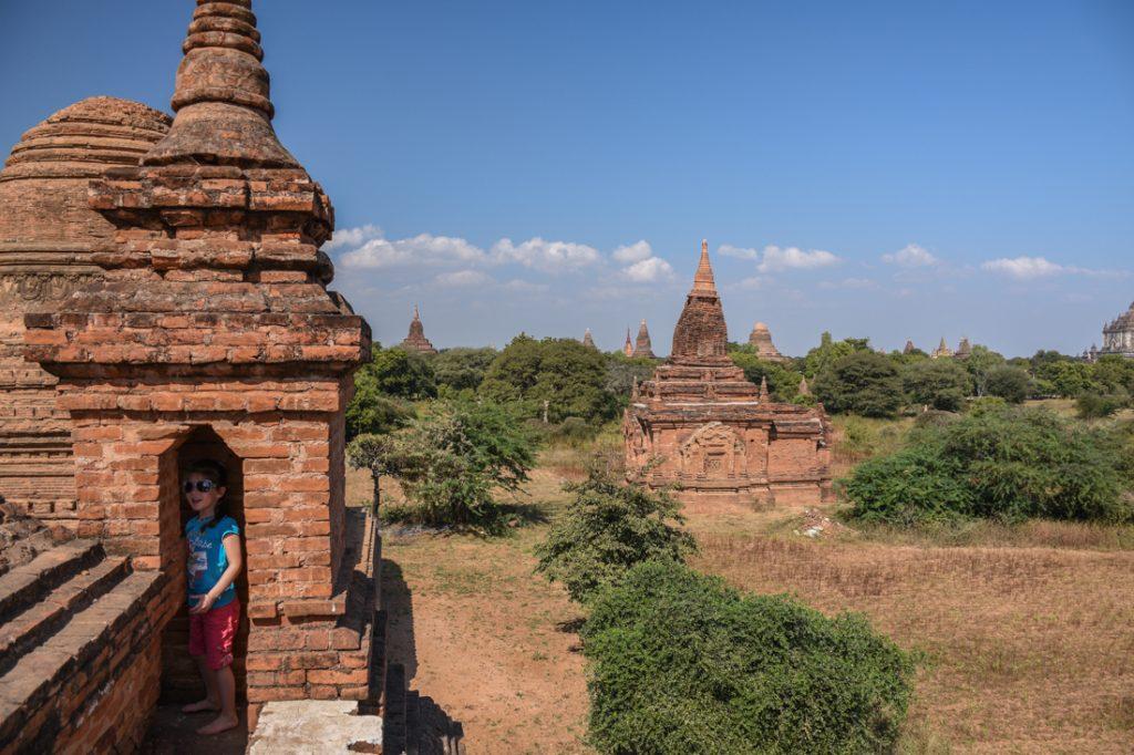 Terrase d'un temple à Bagan