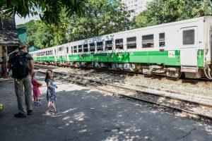 Yangon en famille gare